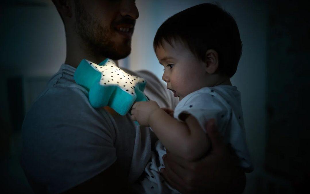 Notti magiche e tranquille con lucine e proiettori del bebè